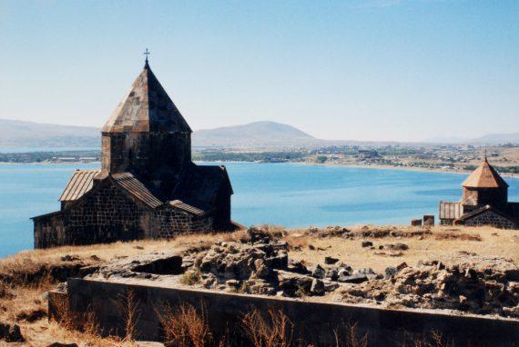 Monastère et lac de Sevan